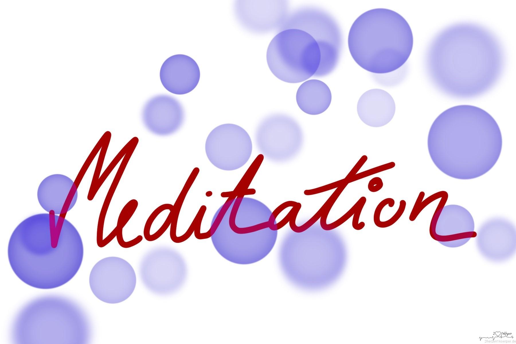 Das Wort Meditation in Handschrift von lila Blasen umgeben